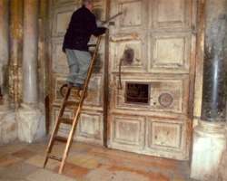 OPENING THE DOOR TO THE CHURCH OF THE HOLY SEPULCHER